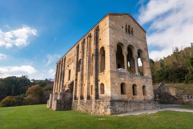 Iglesia de Santa María del Naranco en Oviedo