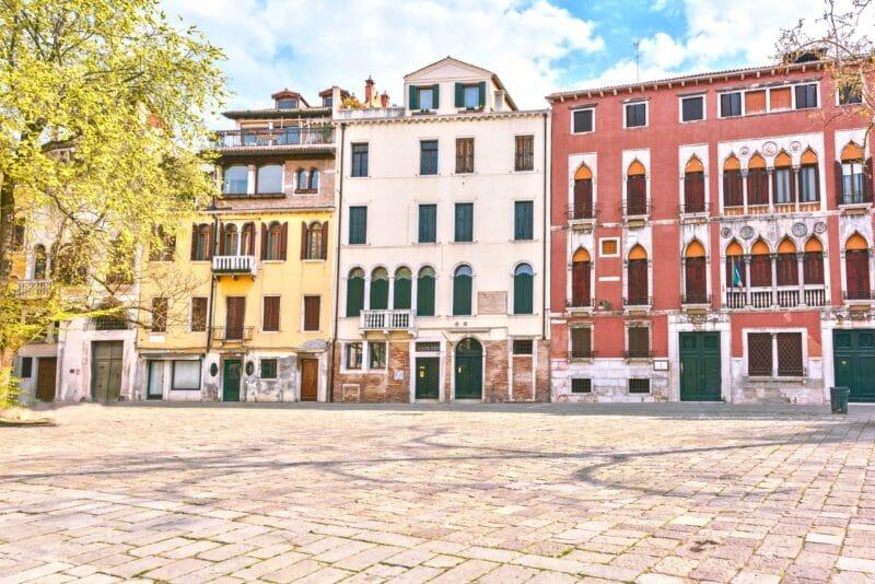 una de las plazas de venecia