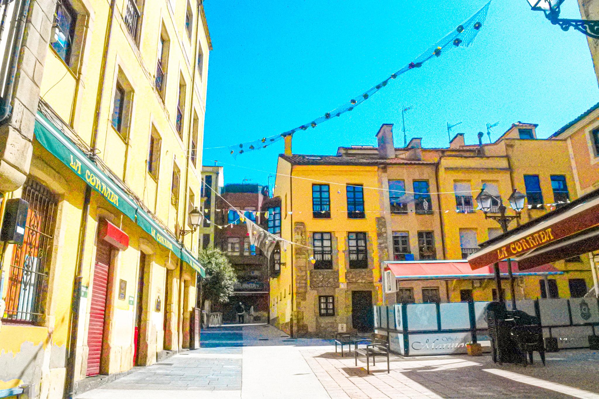 Qué ver en el barrio de Cimadevilla de Gijón: la Plaza de la Corrada