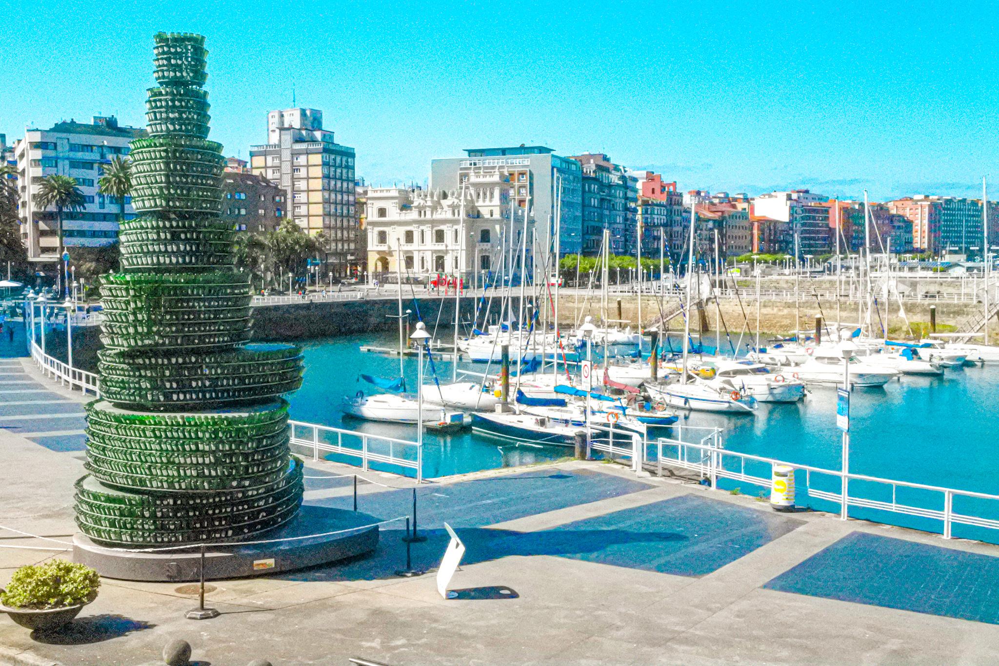 Qué ver en el barrio de Cimadevilla de Gijón: el paseo del puerto deportivo