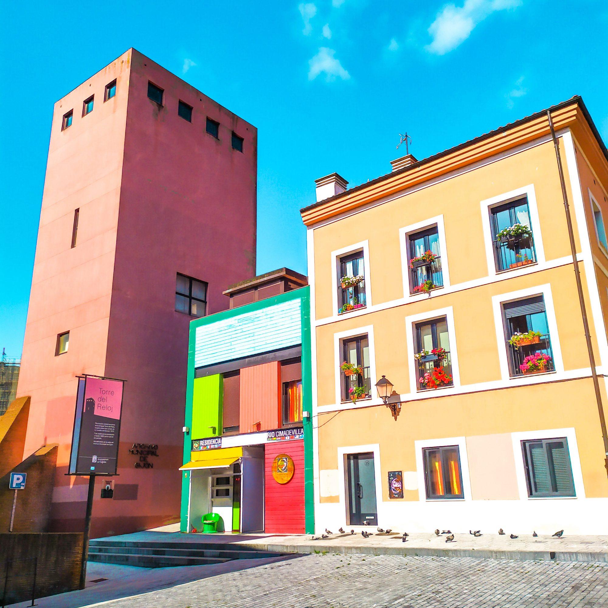 Qué ver en el barrio de Cimadevilla de Gijón: la torre del reloj