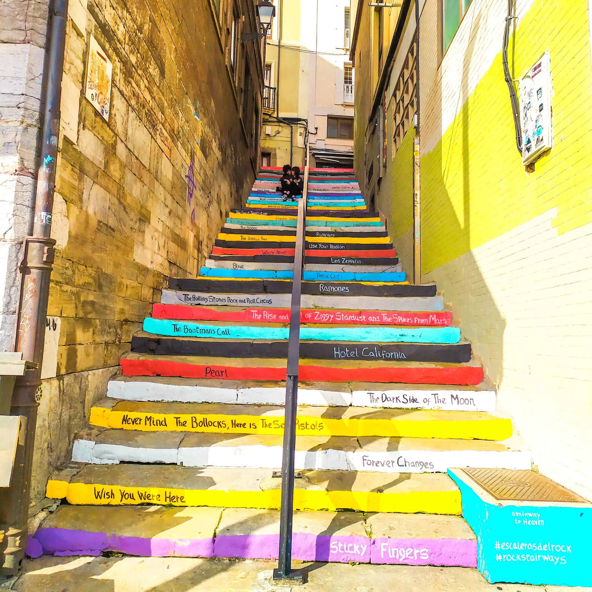 las escaleras del rock-barrio de Cimadevilla
