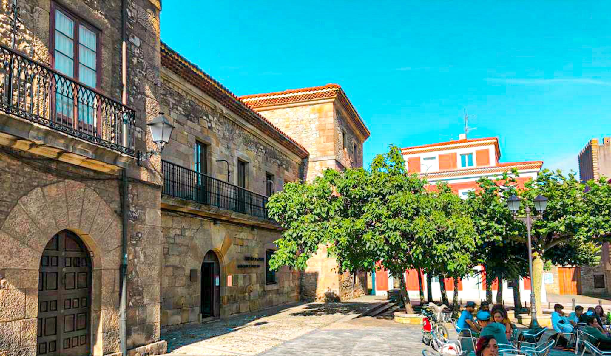 Qué ver en el barrio de Cimadevilla de Gijón: Plaza de Jovellanos