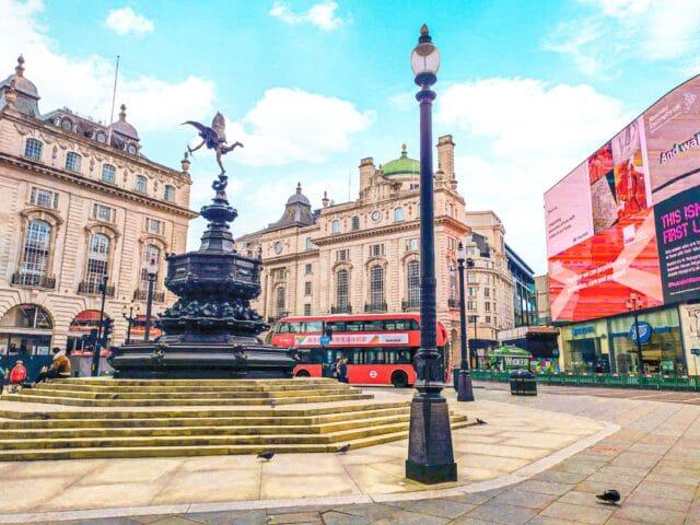 lugares imperdibles que visitar en Londres: Picadilly Circus