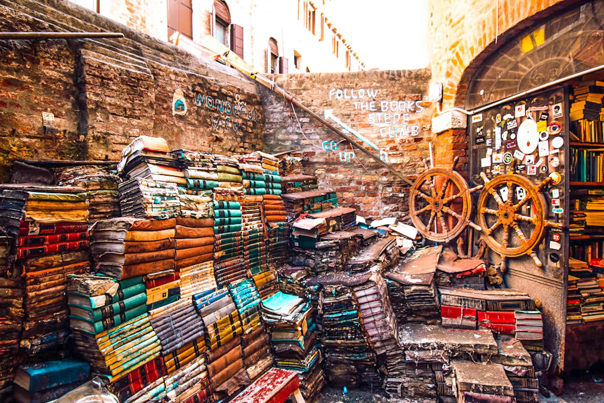 cosas que ver y hacer en Venecia: libreria acqua alta