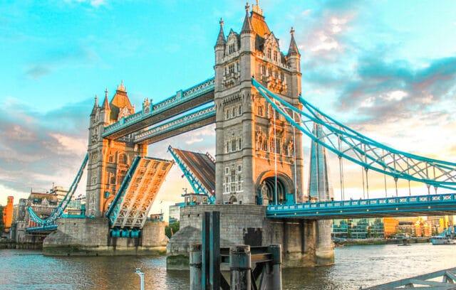Tower Bridge es uno lo des logares mas icónicos e imprescindibles que visitar en Londres