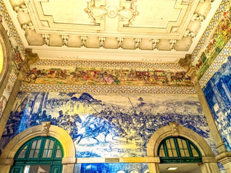 15 Lugares que visitar en Oporto imprescindibles: estación de San Bento