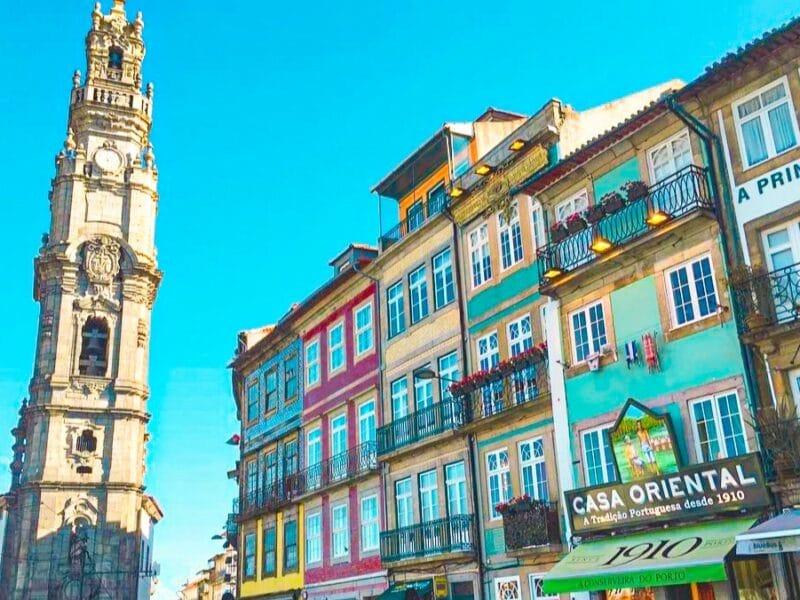 15 Lugares que visitar en Oporto imprescindibles: la Torre de los Clérigos
