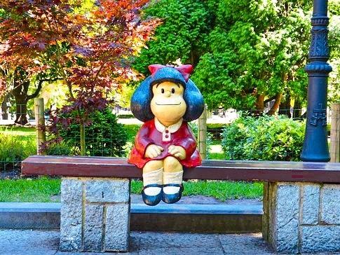 Qué ver en Oviedo en un día: Estatua de Mafalda en el Campo San Francisco