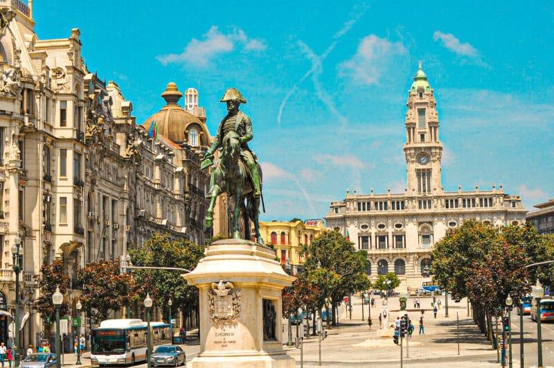 Qué ver en Oporto: Aveniada de los Aliados y plaza de la Liberade