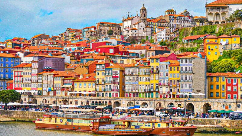 15 lugares imprescindibles que ver en Oporto: Cais da Ribeira