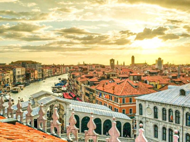 Los mejores miradores de Venecia: vistas desde la terraza del Fondaco dei Tedeschi