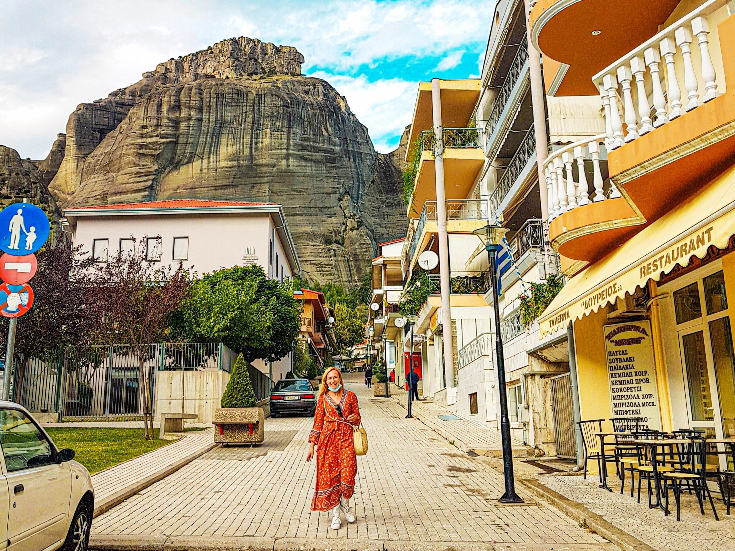Llegando a la estación de autobuses de Kalambaka, una de las formas como llegar a los monasterios de Meteora desde Atenas