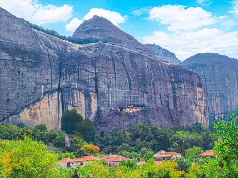 Qué ver en Meteora: la cueva de los pañuelos