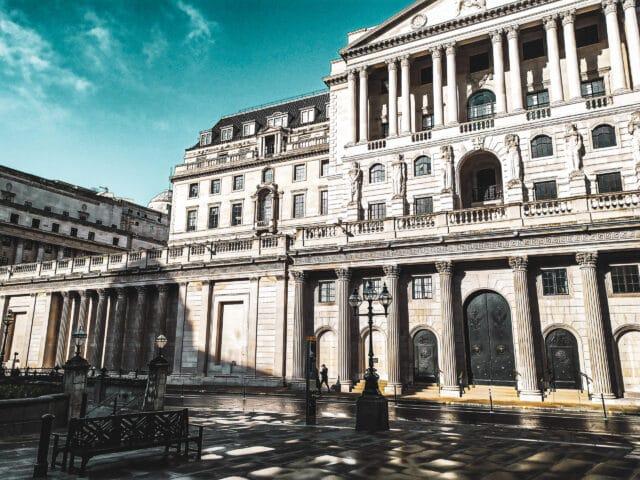 Dónde celebrar halloween en Londres: fachada principal del Banco de Inglaterra