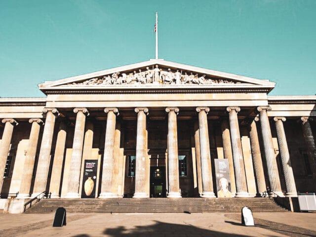 Halloween en Londres: fachada principal del museo Británico