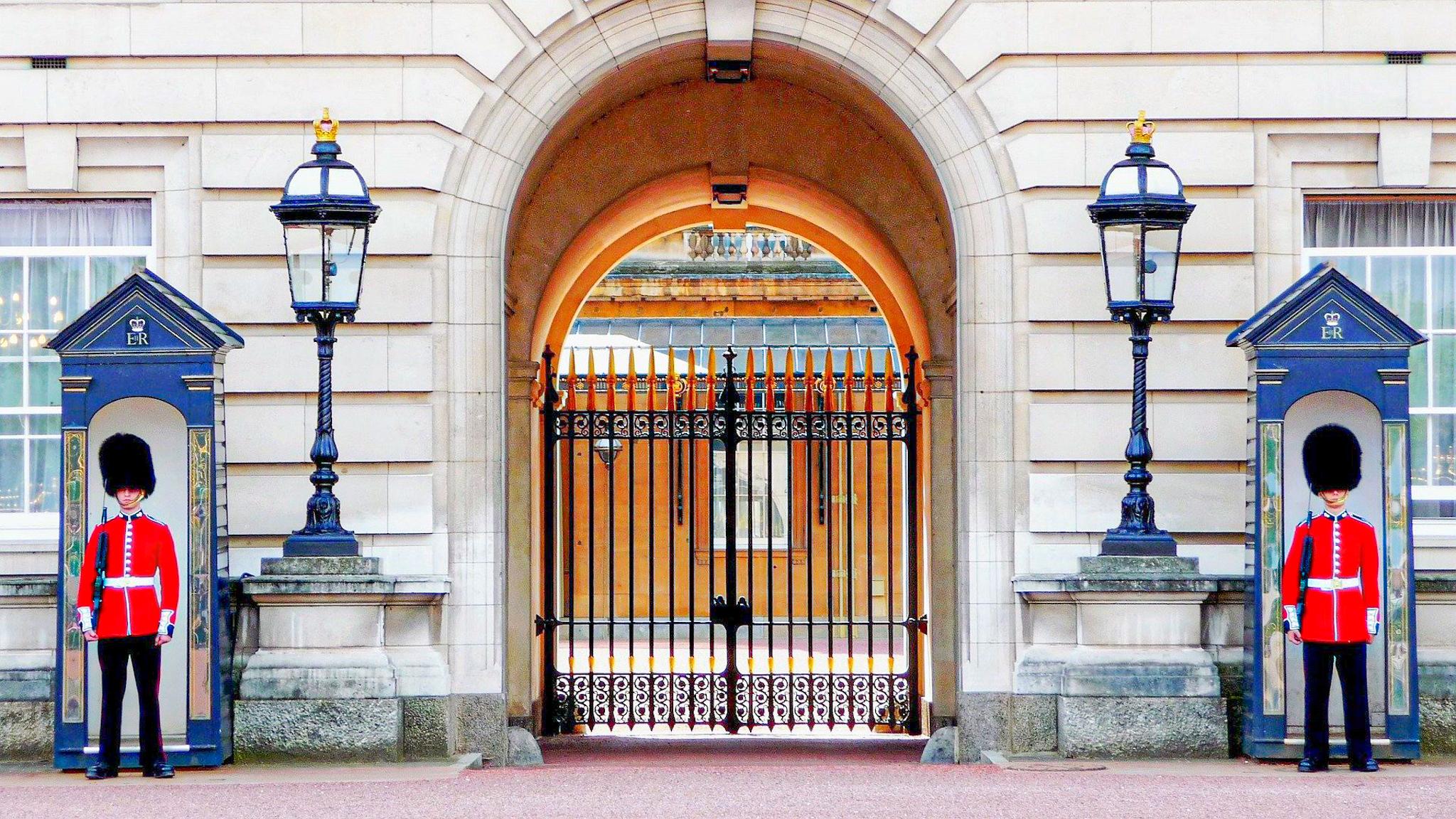 Las leyes más absurdas de Londres: guardia real en Buckingham palace