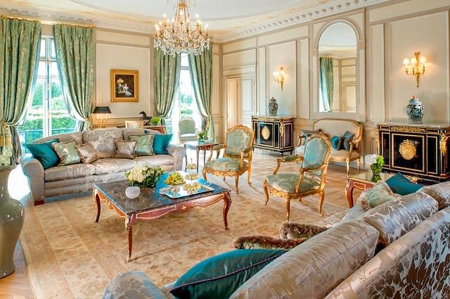 El apartamento presidencial del hotel le Meurice, es la localización donde vive la señora Anne Pellegrini (LUPIN, Netflix)