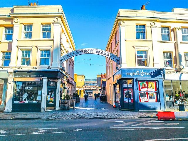 Una de las entradas del mercado, uno de los lugares imprescindibles que ver en Greenwich