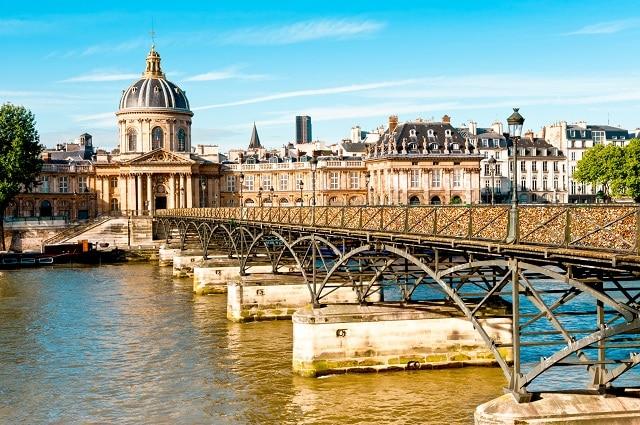 Pont des Arts, donde Assane le regala a su hijo el libro de LUPIN