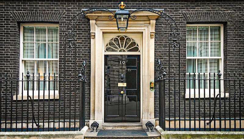 Puerta de entrada del nº10 de Downing street, incluido en la visita virtual de Londres
