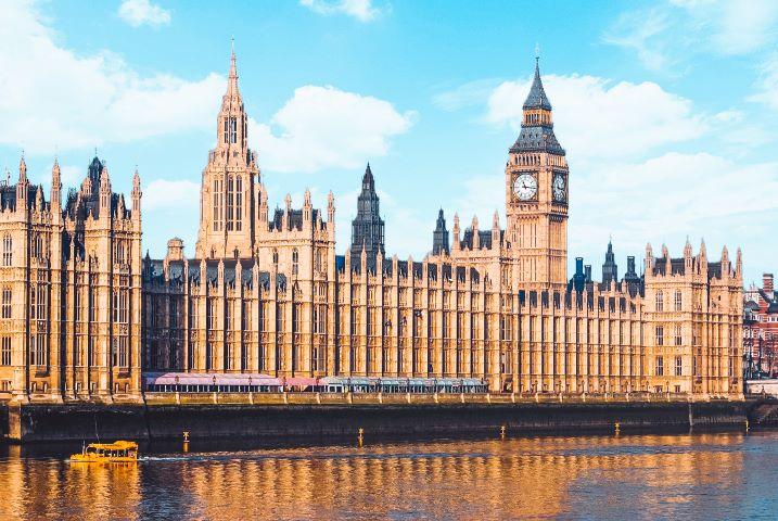 El Palacio de Westminster (parlamento británico) y su famosa torre BIG BEN