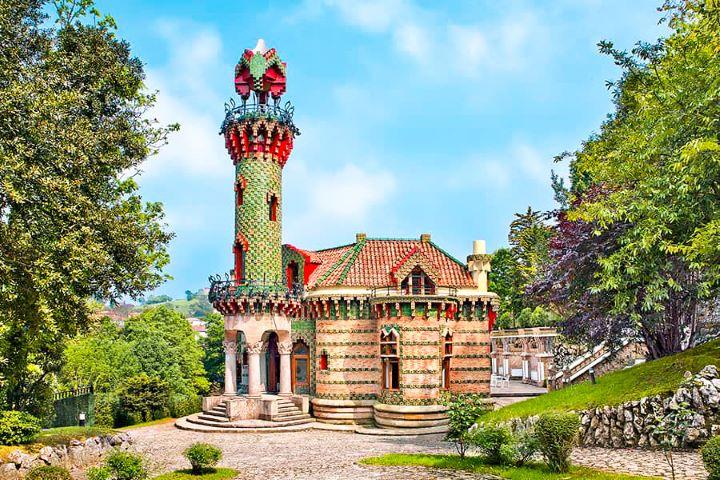 El Capricho de Gaudí de Comillas, uno de los Pueblos Mágicos de España