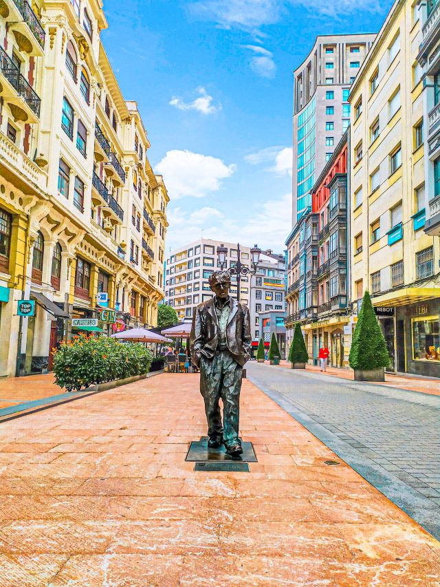 Estatua de Woody Allen