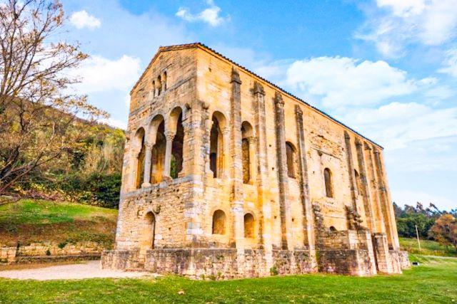 Santa María del Naranco, un lugar imprescindibles que ver en Oviedo en un día