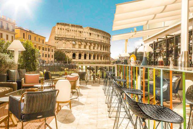 Terraza de The Court con el Coliseo de fondo