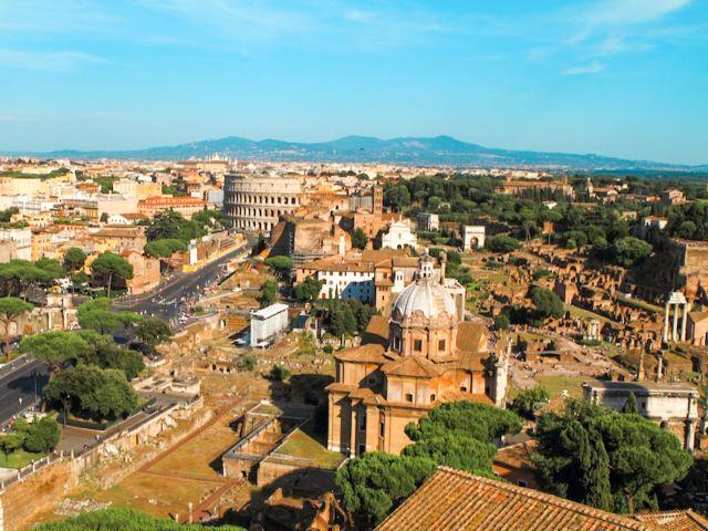 Vistas de los foros y del Coliseo desde la Terraza del BVittoriano. Una de las mejores vistas de Roma