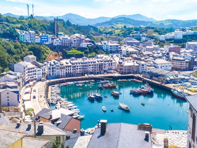 Puerto de Luarca, primera parada del segundo de los 7 días por Asturias