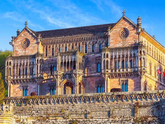 Palacio de Sobrellano, lugar imprescindible que ver en Comillas en un día