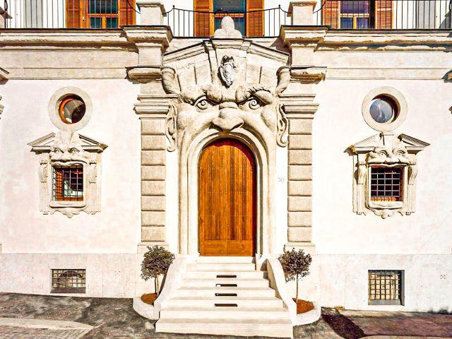 Lugares curiosos de Roma: Puerta y ventanas monstruosas del Palazzo Zuccari