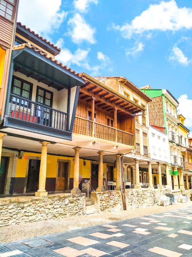 Qué ver en Avilés en un día? calle típica del casco histórico