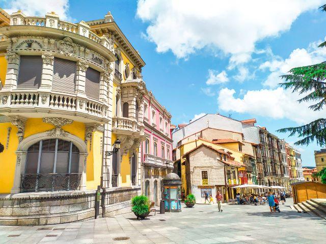 Plaza Domingo Álvarez Acebal, una de las más bonitas que ver en Avilés en un día