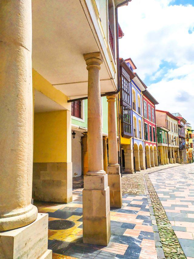 Calle Rivero, una de las más bonitas que ver en el casco histórico de Avilés