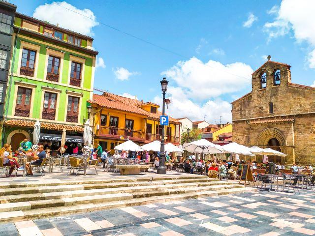 Plaza Carbayo e iglesia vieja de Sabugo, de las más bonitas que ver en Avilés en un día