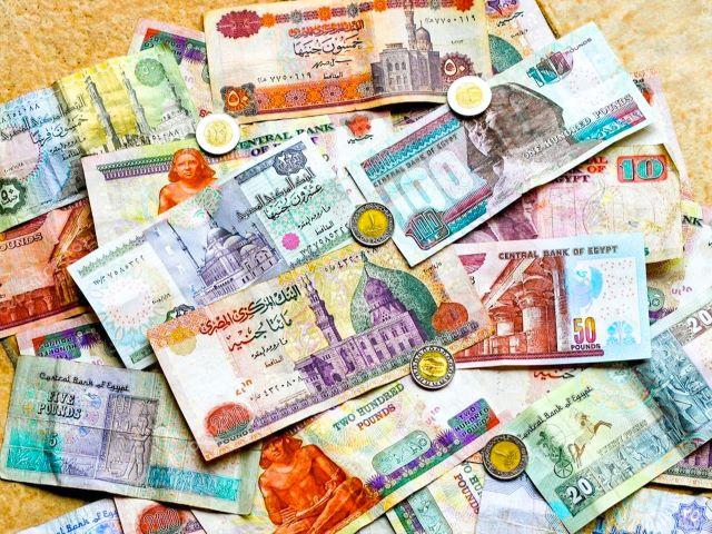 Billetes y monedas de libras egipcias