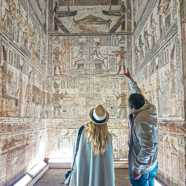 Yo y nuestro guía en el templo de Dendera durante nuestro viaje a Egipto por libre