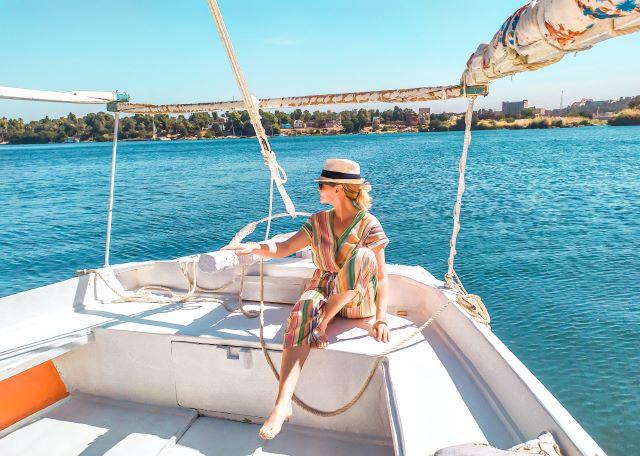 servidora haciendo un crucero por el Nilo en Faluca