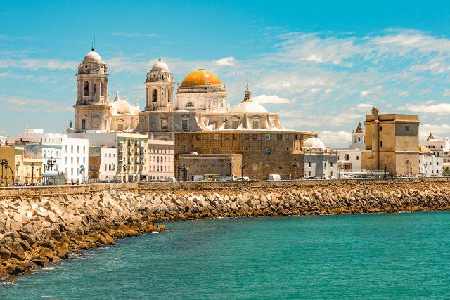 Paseo marítimo de Cádiz, una de las ciudades más antiguas y bonitas de España