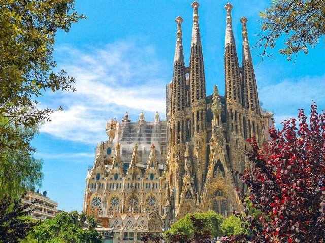 La Sagrada familia de Barcelona, una de las ciudades más espectaculares y bonitas de España
