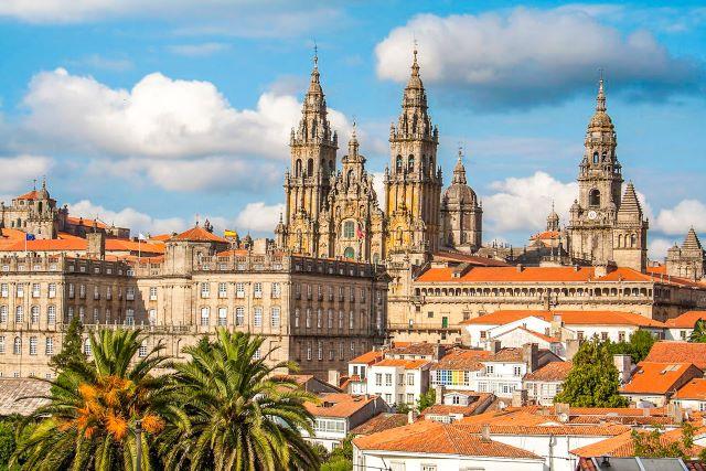 Vista aérea del casco antiguo de Santiago y su Catedral