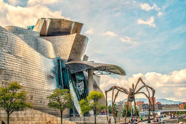 "Museo Guggenheim y escultura ""Mamá"""