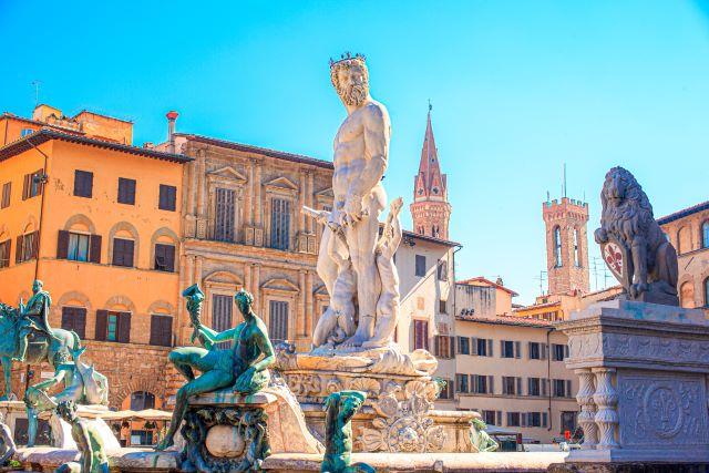 Fuente del Neptuno en la Plaza della Signoria, uno de los lugares imperdibles que ver en Florencia