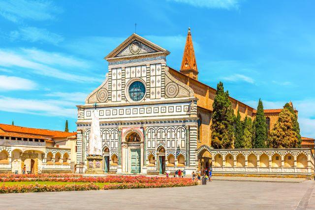 Fachada de Santa María Novella, una de las iglesias más bonitas que ver en Florencia