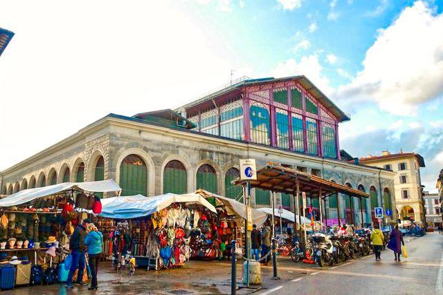 Exterior del mercado de San Lorenzo