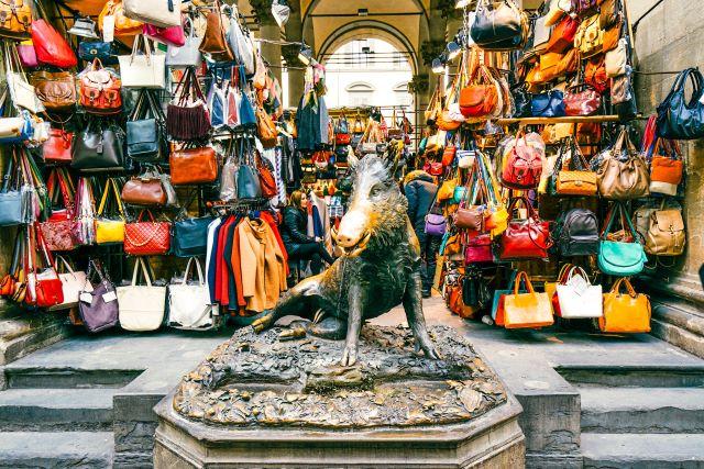 estatua del Porcellino en el mercato nuovo de Florencia