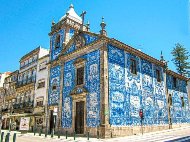 Capela das Almas en el barrio de San Ildefonso, mi zona favorita donde dormir en Oporto